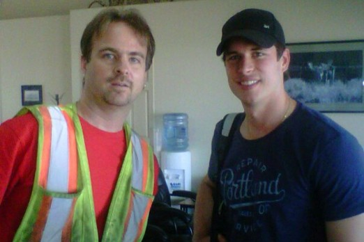 Sidney Crosby (right) with a lucky fan at Thunder Bay International Airport on Thursday.