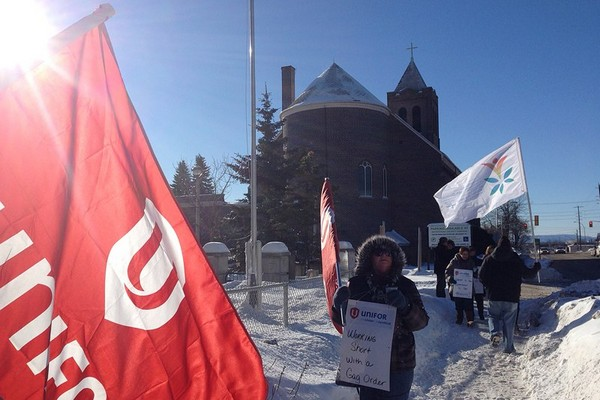 Unifor members rally outside of St. Joseph