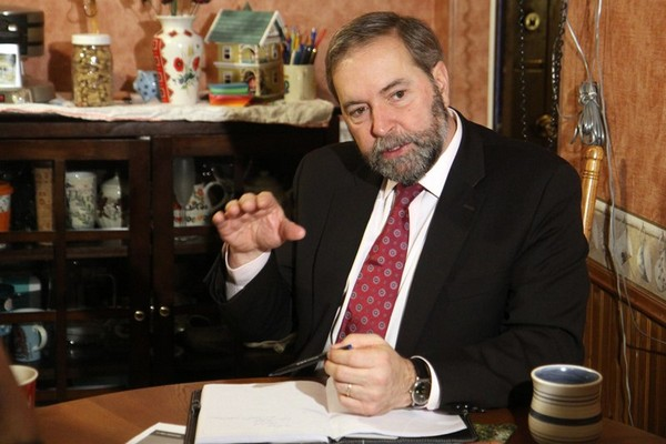 NDP leader Thomas Mulcair talks about the status of poverty in Thunder Bay during a kitchen table discussion Wednesday morning.