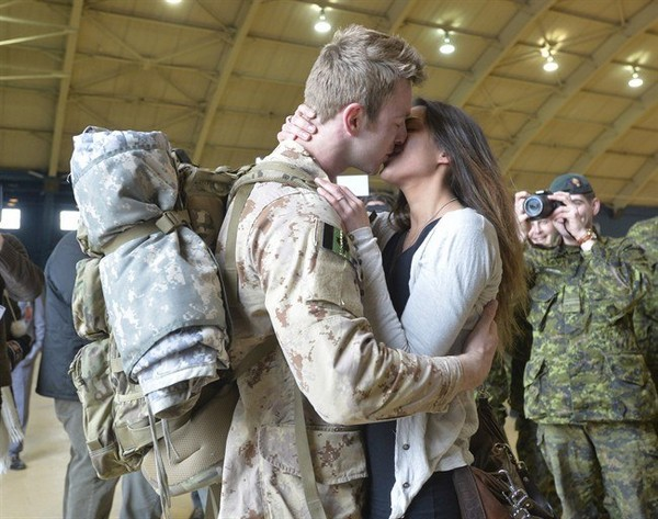 Master Cpl. Anthony Alliot and Sarah Tooth kiss after the last Canadian troops from Afghanistan returned to Ottawa on Tuesday, March 18, 2014.