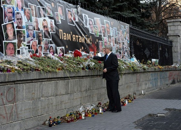 Prime Minister Stephen Harper lays a bouquet of flowers in Kiev, Ukraine, on Saturday, March 22, 2014.