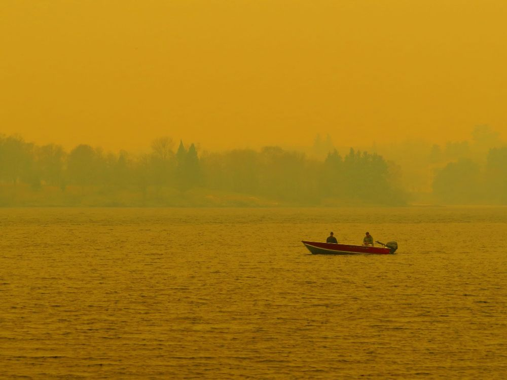 Border fire doubles in size Friday afternoon, reaches 600 hectares